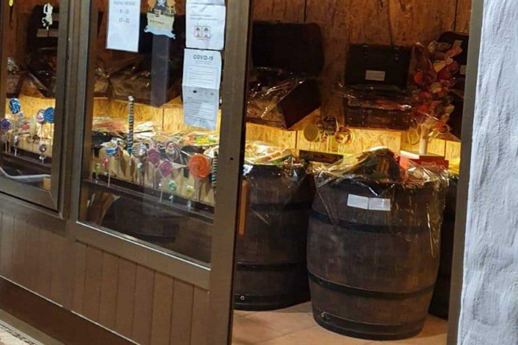 Roto sodi za deževnico polni bonbonov Hrvaška Candy Shop